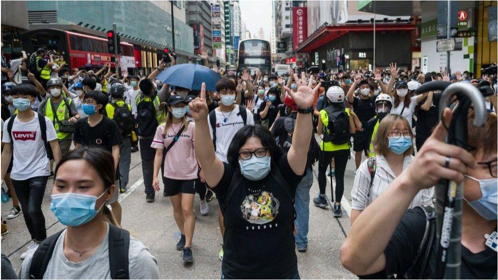 中國人大審議香港新《國安法》時,香港街頭再現抗議。