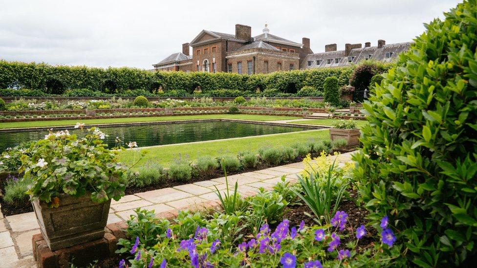حديقة (سانكن غاردن)، التي أعيد تصميمها في قصر كنزنغتون