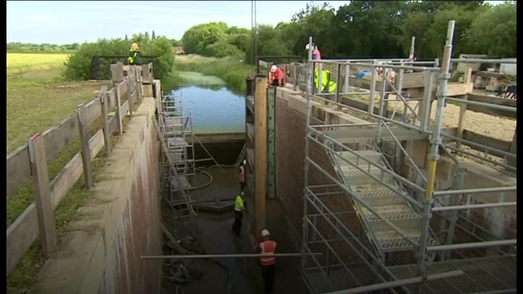 A canal in Lincolnshire has new lock gates installed as part of a restoration scheme.