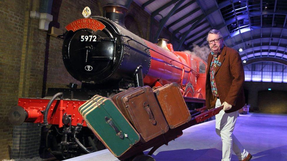 El actor Mark Williams en la presentación del Expreso de Hogwarts en el estudio Warner Brothers.