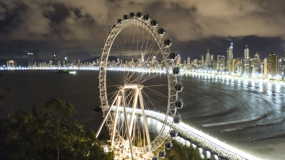 Balneario Camboriu's panoramic wheel