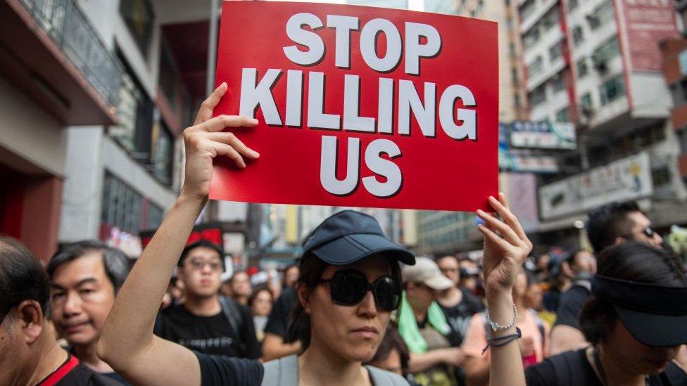 المحتجون يتعهدون باستمرار التظاهر حتى إلغاء مشروع قانون تسليم المطلوبين إلى الصين