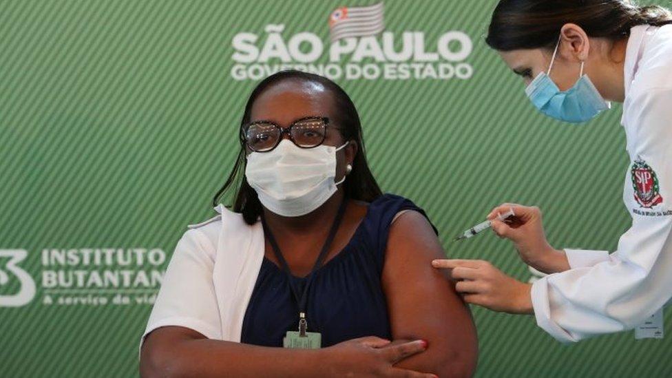 Monica Calazans, primeira pessoa a ser vacinada com a CoronaVac fora dos testes clínicos
