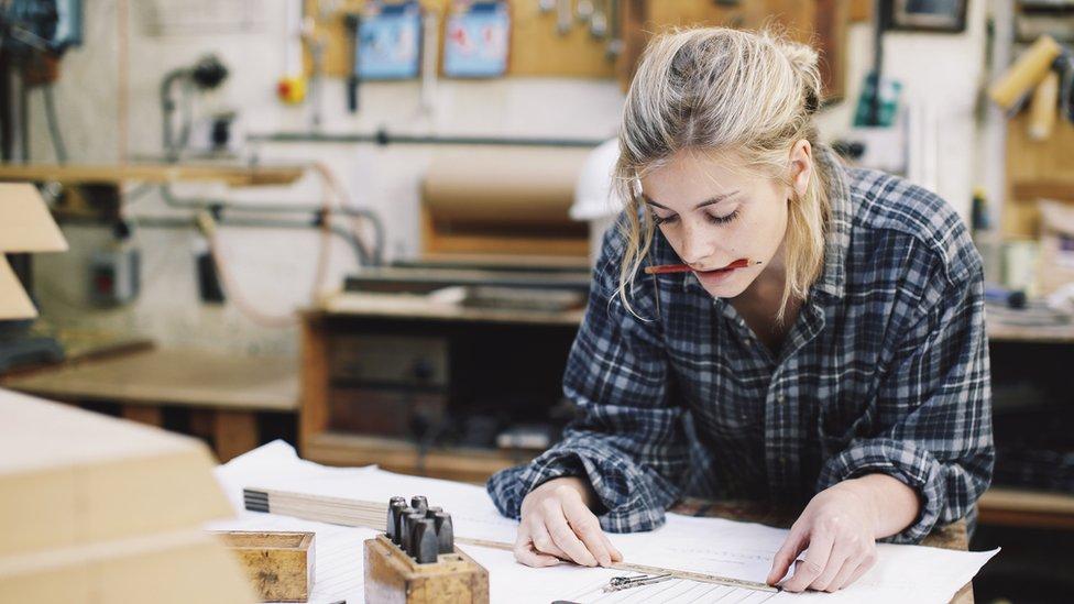 Joven trabajando