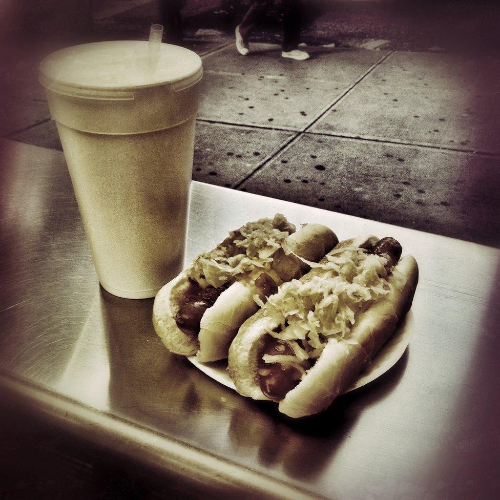Bebida y hot dogs