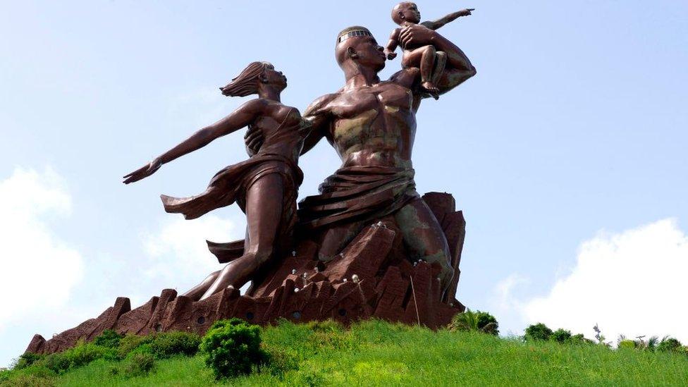 Монумент африканського ренесансу