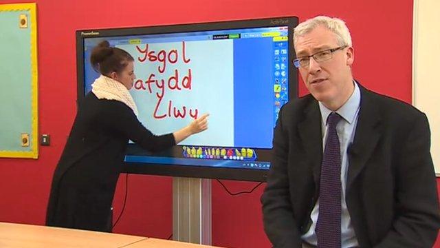 Craig Duggan aeth i ymweld â'r ysgol newydd