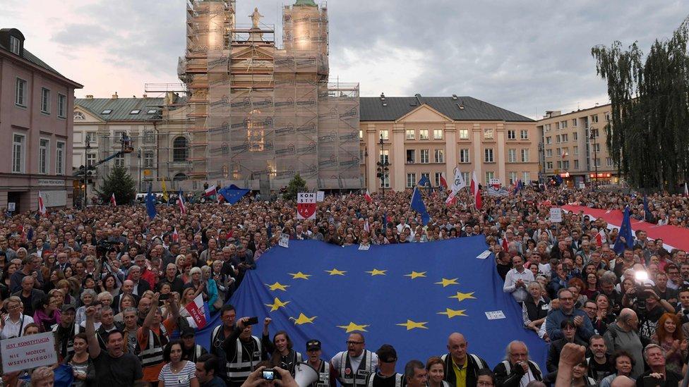 Protesti građana Poljske u julu 2018. godine koji su davali podršku Vrhovnom sudu