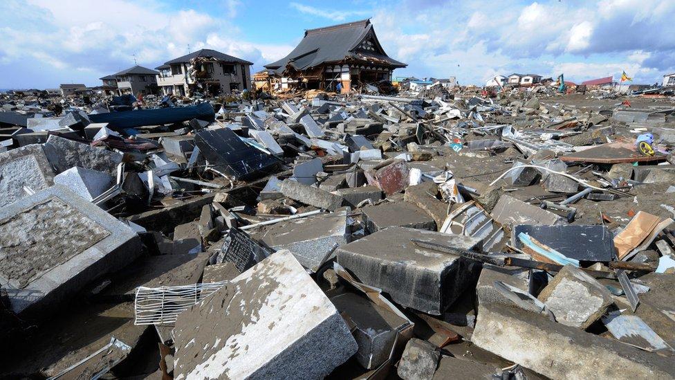 معبد ضربه زلزال في مياجي باليابان