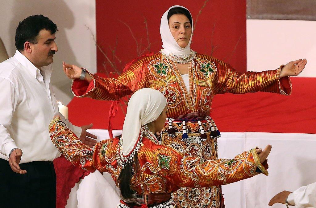 رقصة العلويين أثناء احتفالات نوروز في مركز أناضول الثقافي في برلين بالمانيا. 21 مارس/آذار 2014
