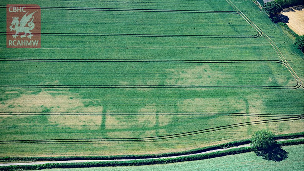 A newly discovered Roman fortlet near Magor, Monmouthshire, emerging in ripening crops