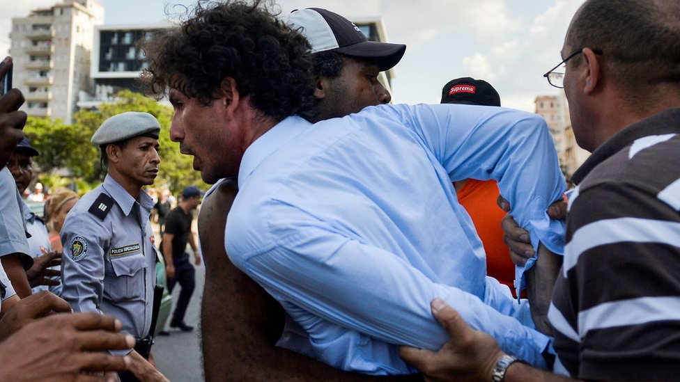 Kubanska policija hapsi demonstrante na LGBT Paradi u Havani