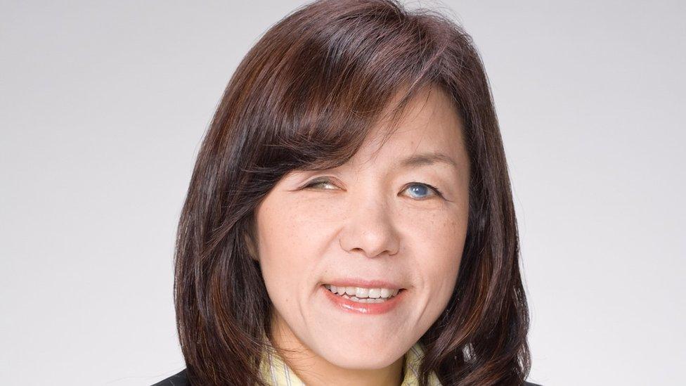 Doktorka Asakava kaže da joj sećanje na boje pomaže u radu na prepoznavanju predmeta i NavKogu