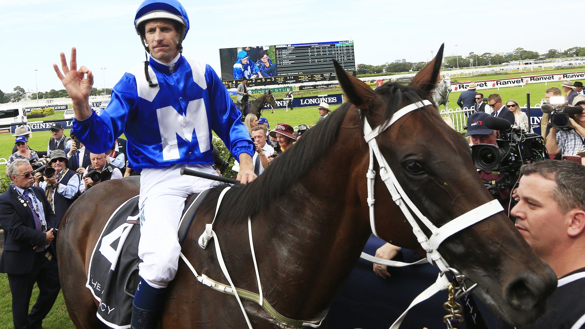 Winx: Australian horse wins 32nd consecutive race