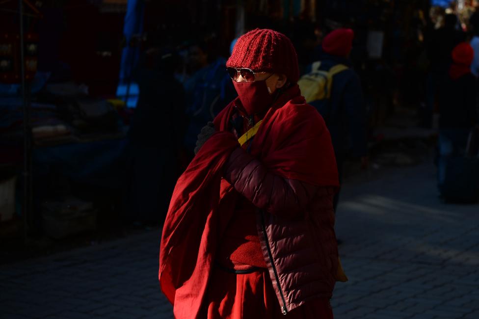 Monah koji nosi masku u Mekleod Gandžu