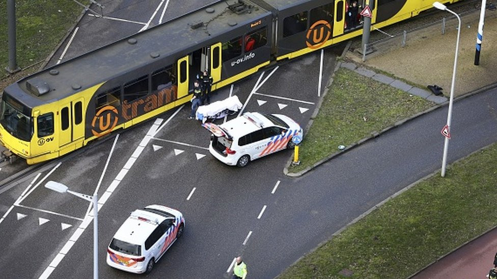 Serangan yang dilakukan oleh Gkmen Tanis di atas trem di Utrecht, Belanda.
