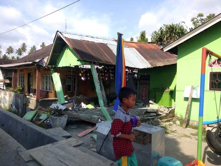 Una casa dañada por el sismo en Donggala