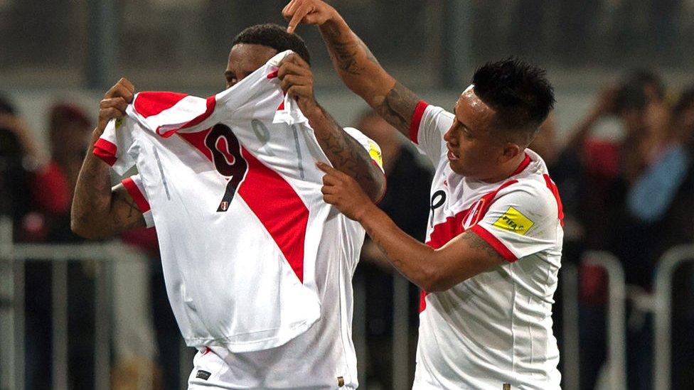 Todos sus compañeros de selección y aficionados peruanos están a la espera que el capitán y máximo goleador de la historia de Perú pueda jugar en Rusia 2018.