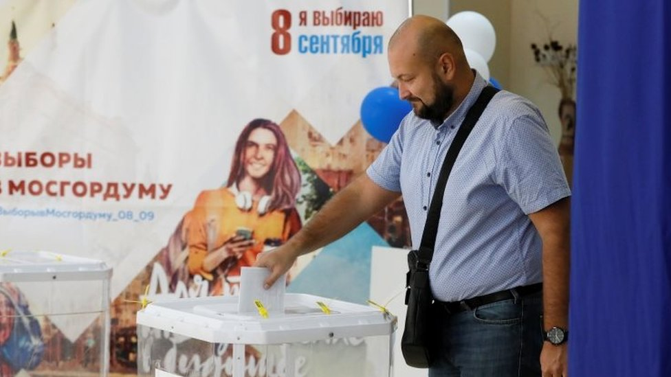 A man casts his ballot at a polling station in Moscow. Photo: 8 September 2019