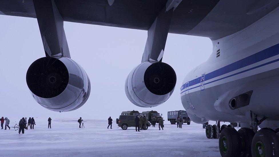 Avión ruso después de aterrizar en el Ártico