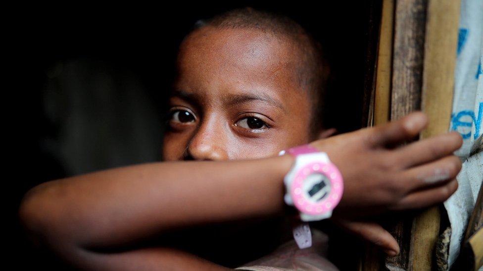 طفل من الروهينجا اللاجئين إلى بنغلاديش