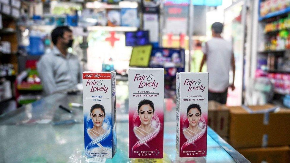 """منتجات """"بيضاء ورائعة"""" تلقى رواجا كبيرا في جنوب القارة الآسيوية"""