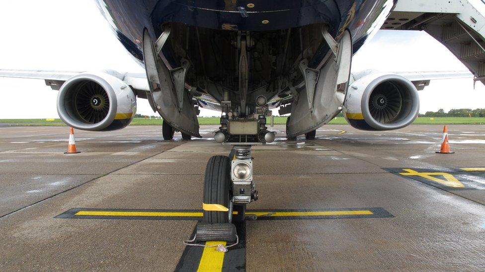 Pilot safely landed Ryanair plane that was missing wheel