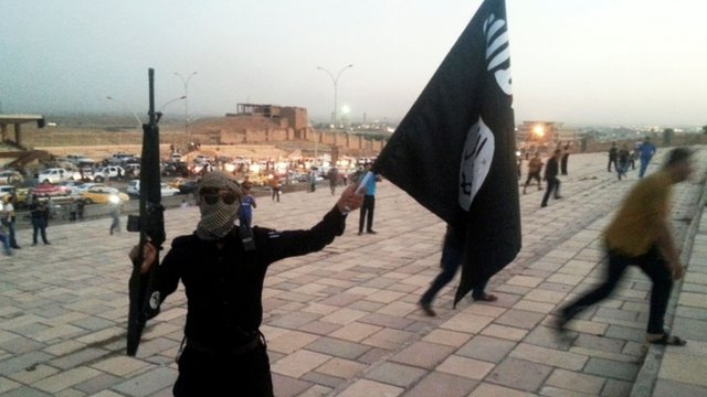 IS fighter in Mosul