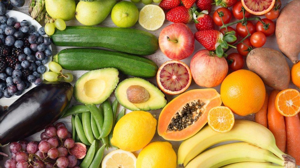 Selección colorida de frutas.