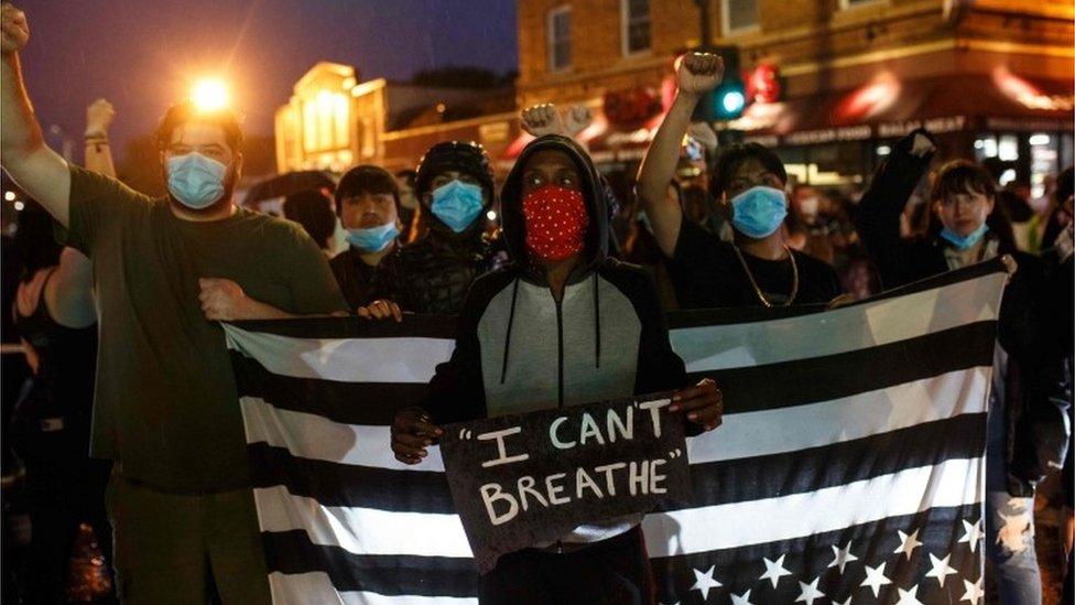 Manifestantes en Minneapolis