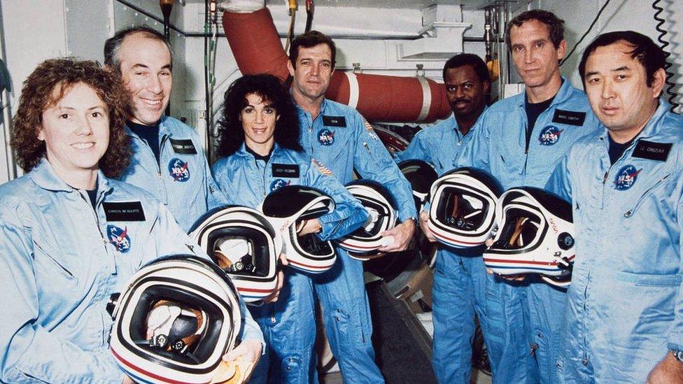 La tripulación del Challenger: Christa McAuliffe, Gregory Jarvis, Judith A. Resnik, Francis Scobee, Ronald McNair, Mike Smith y Ellison Onizuka