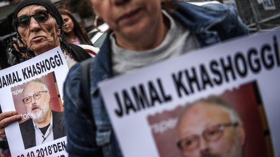 متظاهرون يحملون صورة خاشقجي