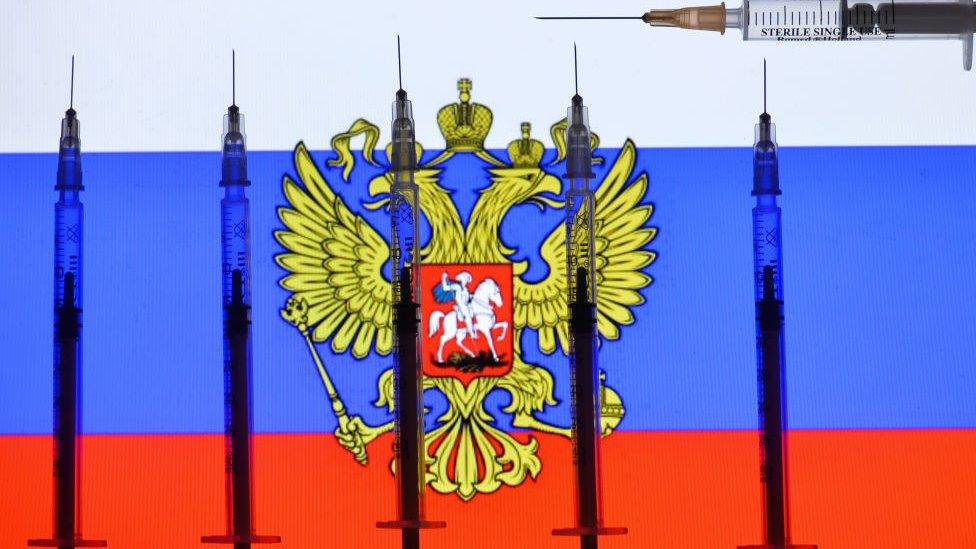 Bandeira russa com seringas