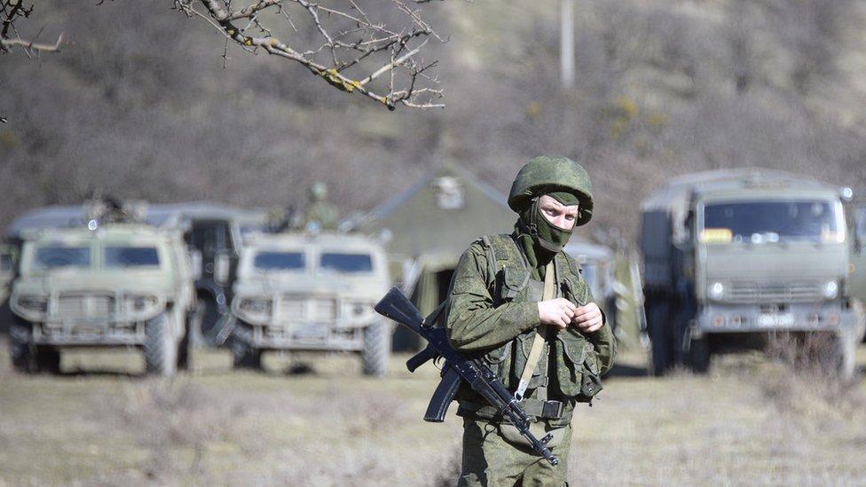 Soldados sin identificar en las cercanías de Simferópol, Crimea, en 2014.
