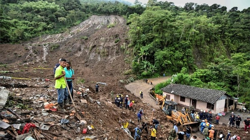 People search for victims after a landslide in Rosas, Valle del Cauca department, in south-western Colombia, on April 21, 2019.