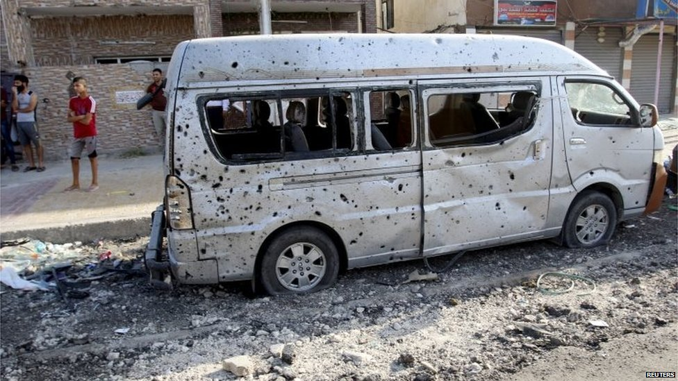 Destroyed vehicle at site of car bombing in Baghdad (13/07/15)