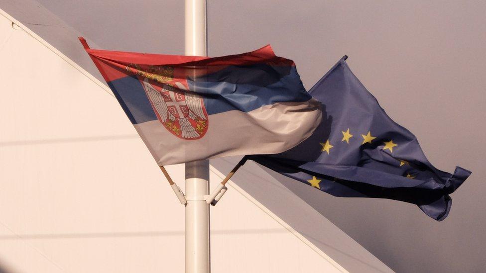 Flagi Serbii i ES