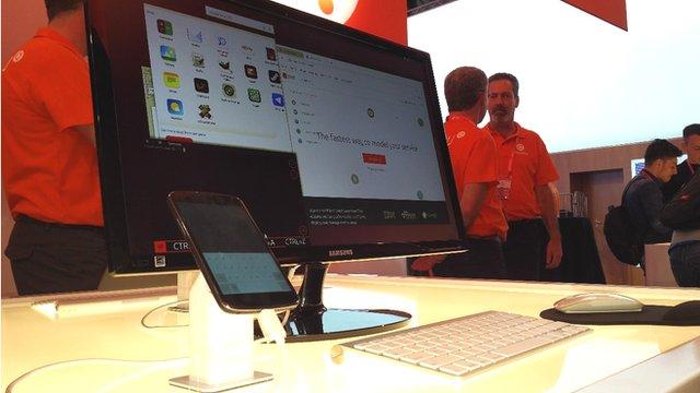 Ubuntu running on a handset/PC hybrid