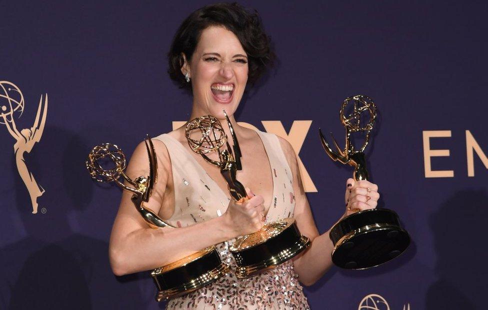Phoebe Waller Bridge con tres Emmys