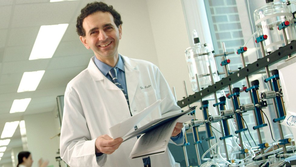 Dr Atala in his lab