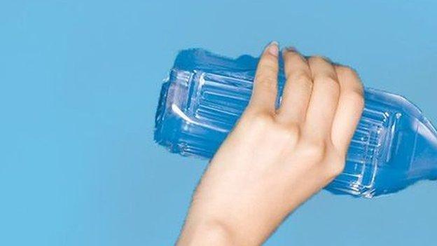 Zdravo telo nas upozorava na dehidraciju čineći da se osećamo žednim