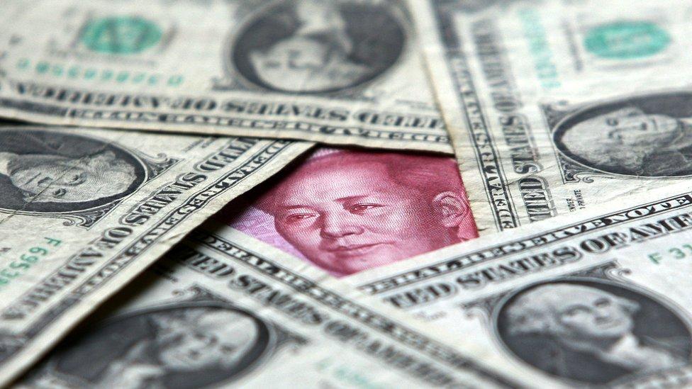 Dólaes y yuanes
