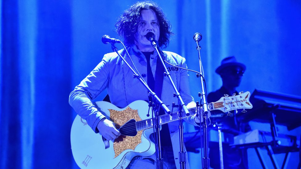 BBC News - Jack White 'disappointed' after gig venue tells gay fans to stop kissing