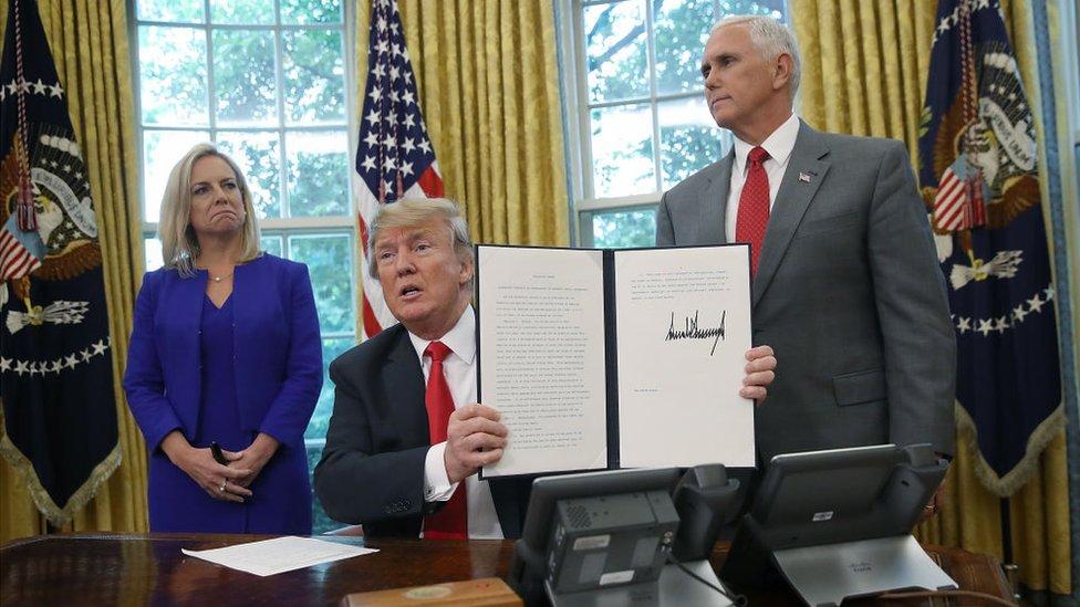 trump firma la orden