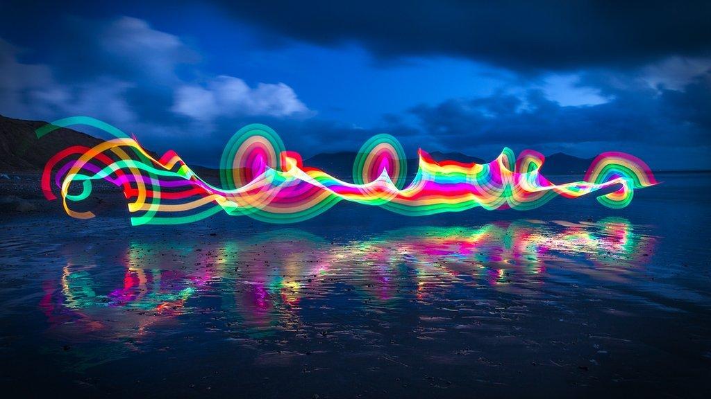 Paentio gyda golau ar draeth Dinas Dinlle // A photographic experiment: Painting with colours on Dinas Dinlle beach