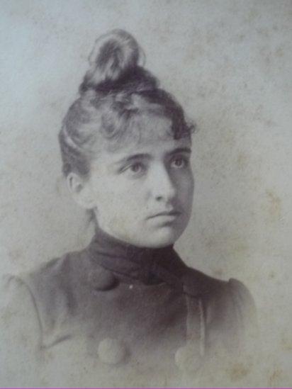 Enriqueta Compte i Riqué con 14 años.