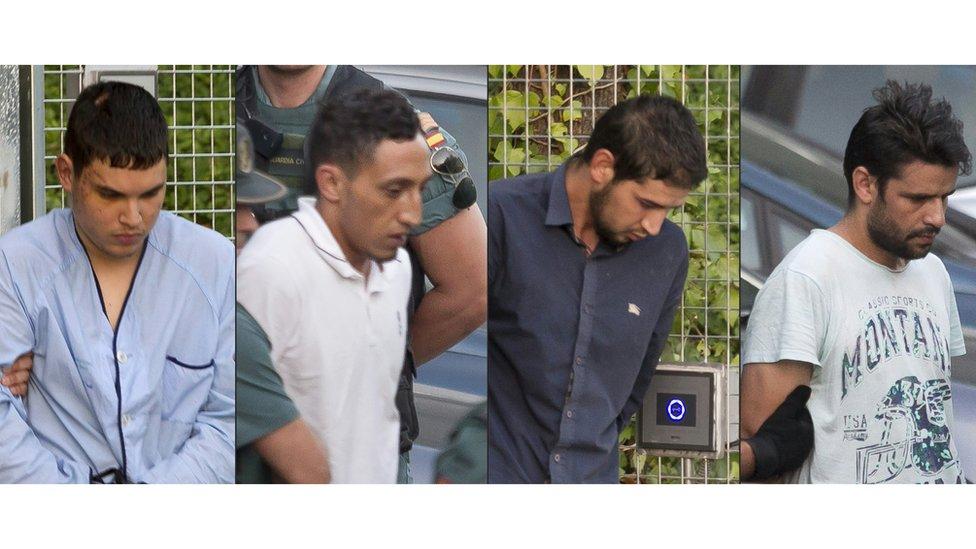 (ki-ka) Mohamed Houli Chemlal, Driss Oukabir, Salah El Karib, dan Mohamed Aallaa.