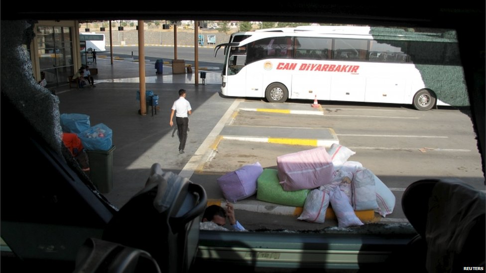 Bus with broken windows in Diyarbakir (9 Sept)