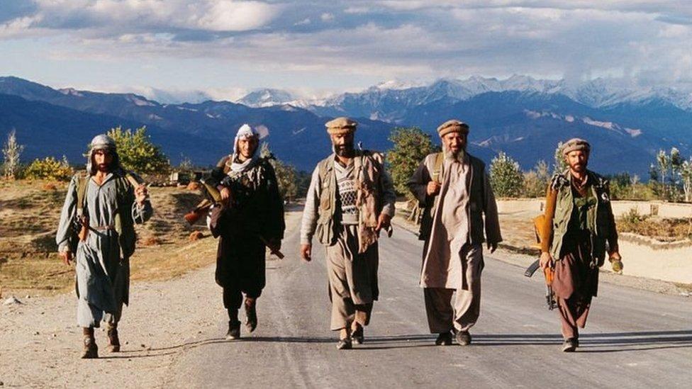 Mujahidin yang dipimpin Ahmad Shah Massoud pada 1990.