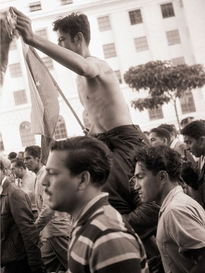 Al saberse que Pérez Jiménez había abandonado el país, miles de personas salieron a las calles a celebrar.